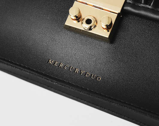 MERCURYDUO EMBOSS SHOULDER BAG BOOK
